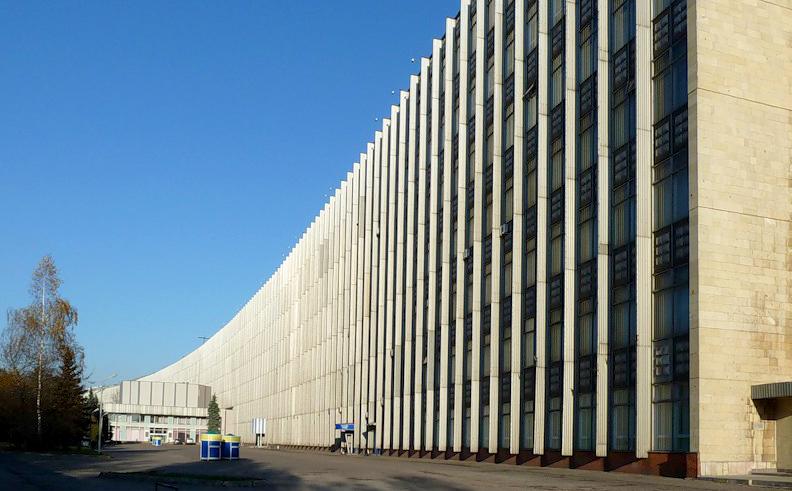 нейросеть, которая самый длинный дом в москве фото оригинальное