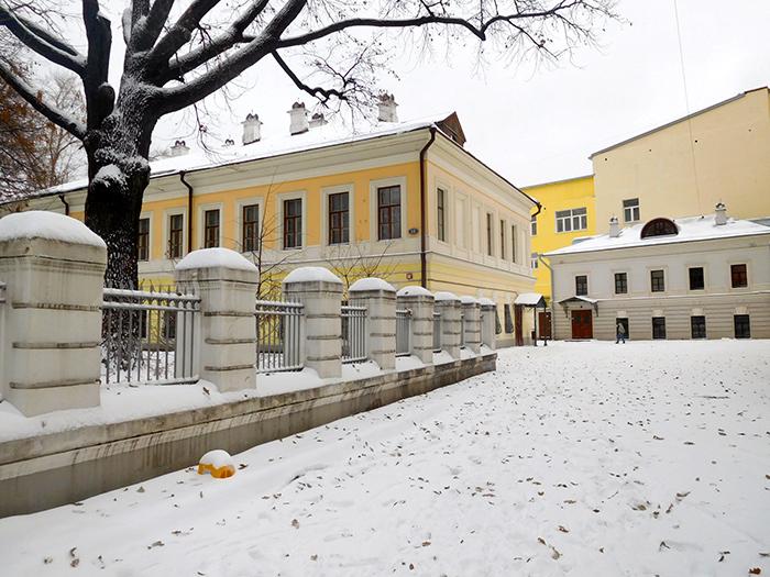 Усадьба Милютина в Москве стоит сейчас бесхозной