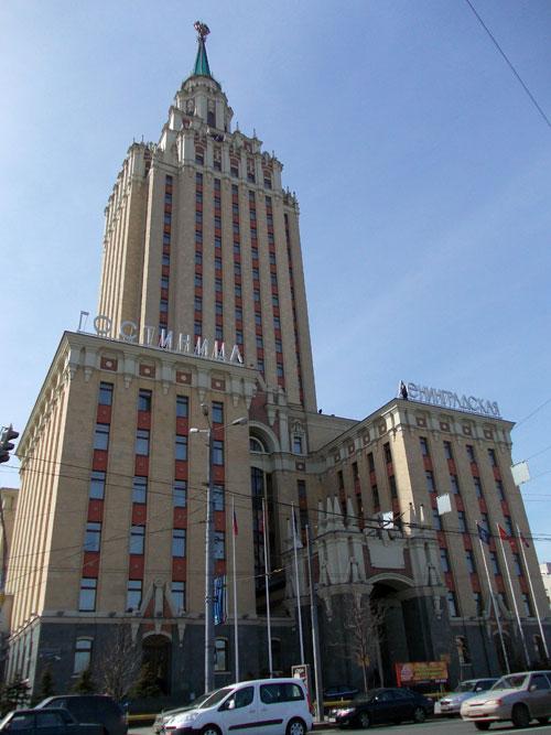 Высотка на Комсомольской площади (трех вокзалов) в Москве