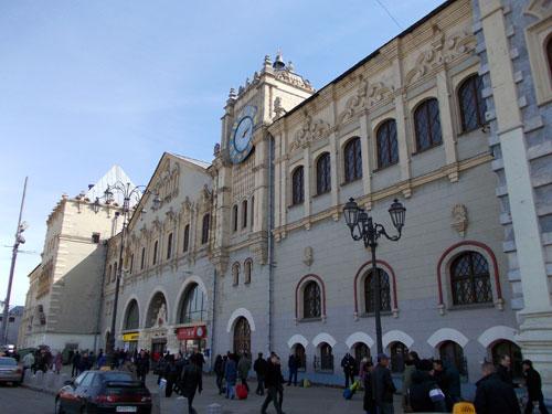 Знаменитые часы на фасаде Казанского вокзала