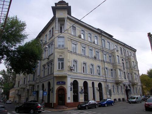 Дом Микини