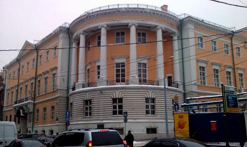 Российскую академию живописи, ваяния и зодчества на Мясницкой,21