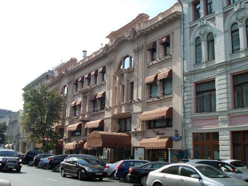 Петровский пассаж со стороны улицы Неглинная, 13
