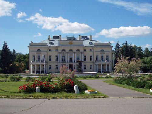 Бывший Александринский дворец на Ленинском проспекте