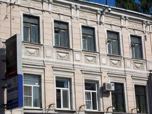 Бывший дом с булочной купца Алексеева на Покровке
