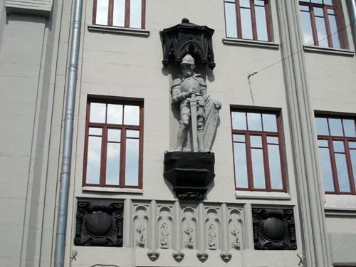 Дом с рыцарем в Гусятников переулке