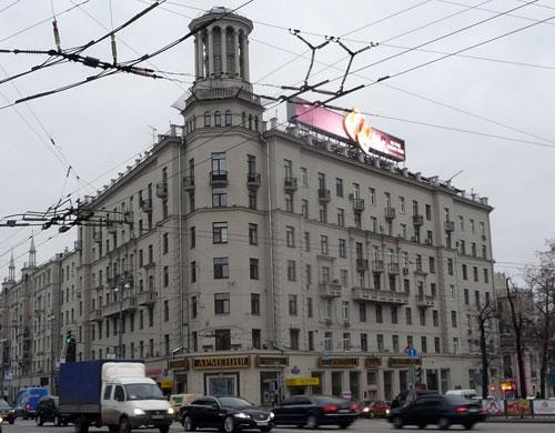 Дом под юбкой на Тверской улице, 17
