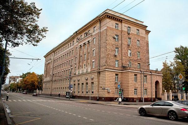 Здание военной поликлиники на Большой Пироговской улице в Москве