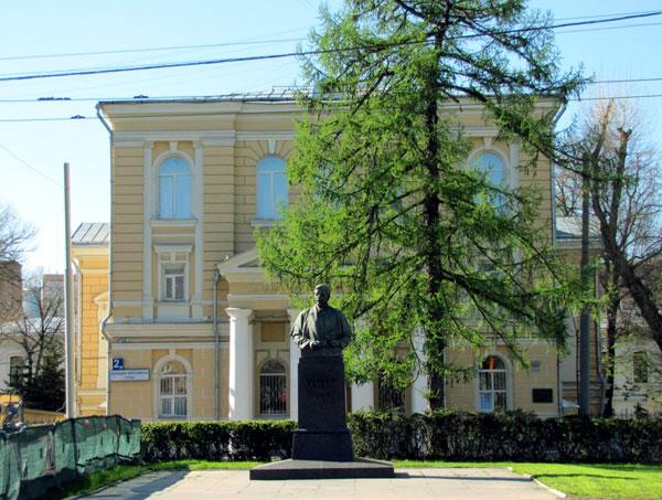 Клиническая амбулатория им. В.А. Алексеевой на Большой Пироговской в Москве