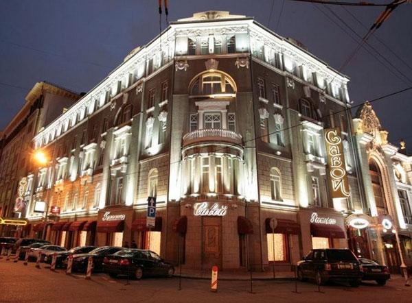 Отель Савой в ночное время