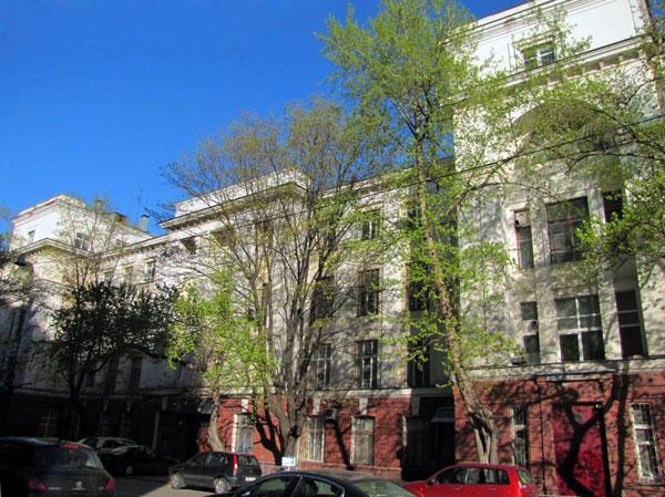 Здание физико-химических аудиторий МВЖК на Малой Пироговской в Москве