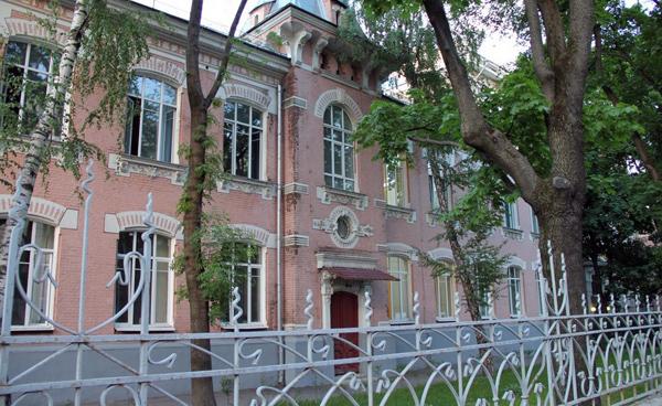 Кожно-венерологическая больница на улице Короленко, 3 в Москве