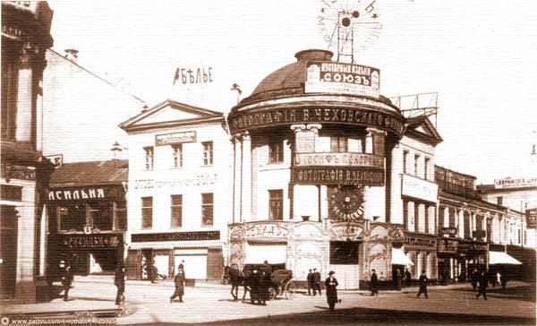 Кафе «Музыкальная табакерка» на улице Петровка и Кузнецком Мосту в Москве