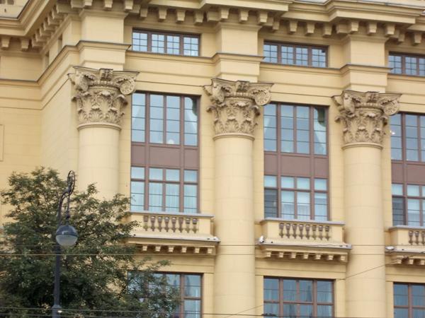 Дом Жолтовского на улице Моховой