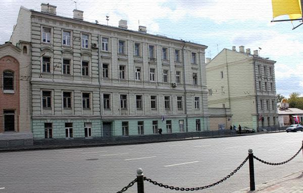 Разорванный дом на Моховой улице в Москве