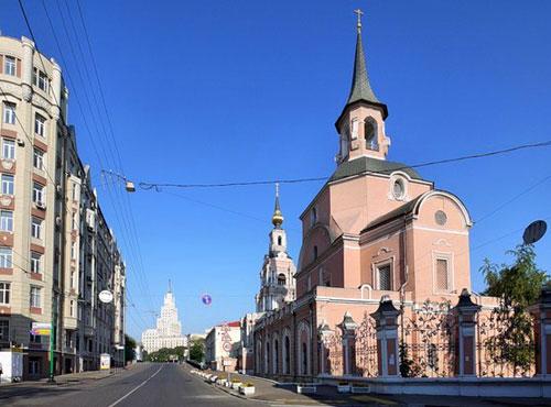 Храм святых апостолов Петра и Павла на Новой Басманной в Москве