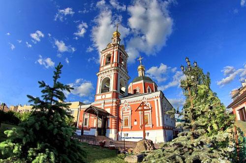 Храм святых апостолов Петра и Павла у Яузских ворот в Москве