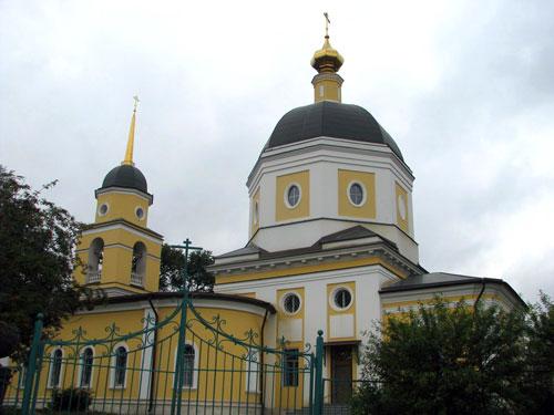 Храм Рождества Христова в селе Черкизове (Новоподрезкове) в Москве
