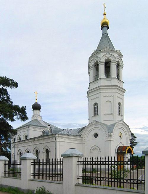 Храм Рождества Христова в селе Рождествено района Митино в Москве