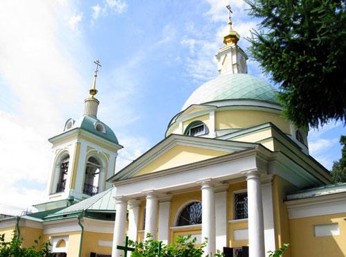 Рождественский храм по улице Сталеваров в Москве