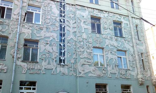 Лепнина на доходном доме церкви Троицы на Грязях в Москве