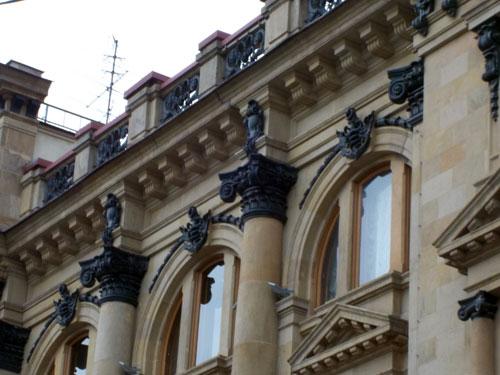 Здание банка на Кузнецком Мосту (оформление) - фото.