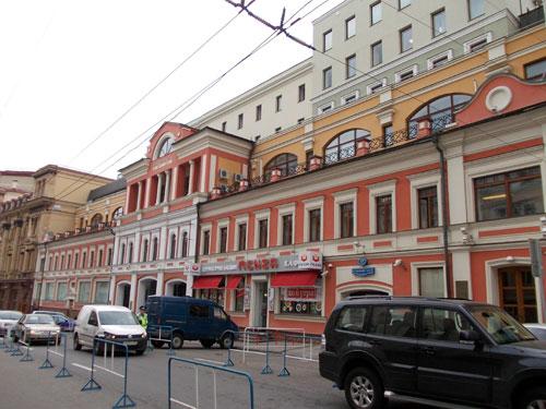 Улица Кузнецкий Мост, дом 17 в Москве. Тверское подворье - фото.