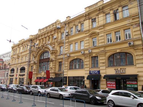 Улица Кузнецкий Мост, дом 19 в Москве - фото.