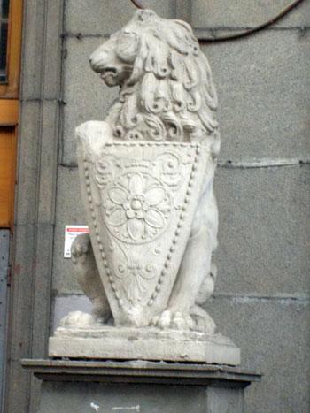 Скульптура Льва на Мясницкой, 15