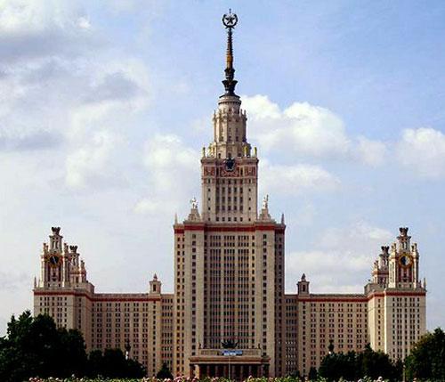 Здание МГУ на Воробьевых горах в Москве