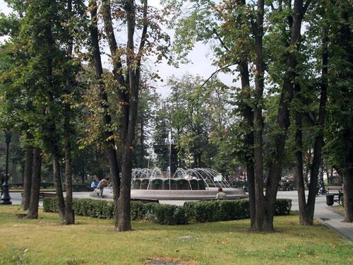 Фонтан в сквере на Кудринской площади перед сталинской высоткой