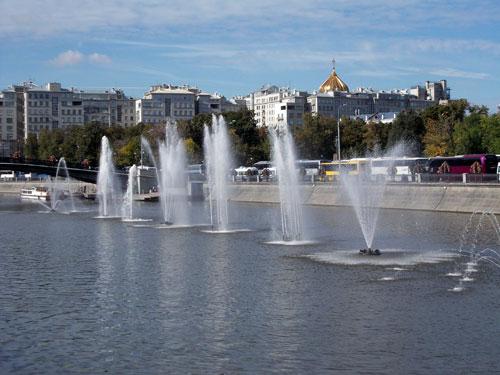 Плавающий фонтан в Москве