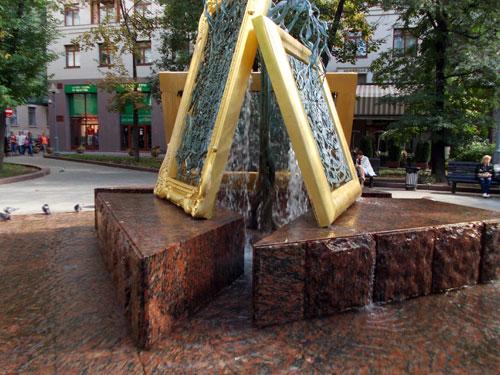 """Москвичи называют этот фонтан и """"Третьяковка"""", и """"Фонтан искусств"""""""