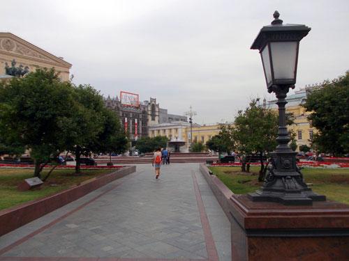 Фонтан на Театральной площади в Москве - фото