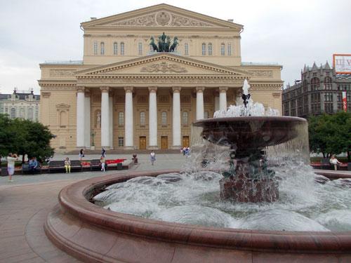 Фонтан у Большого театра - фото