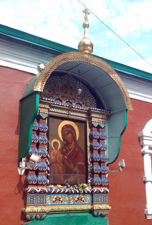 Главная святыня храма - чудотворная икона Троеручица