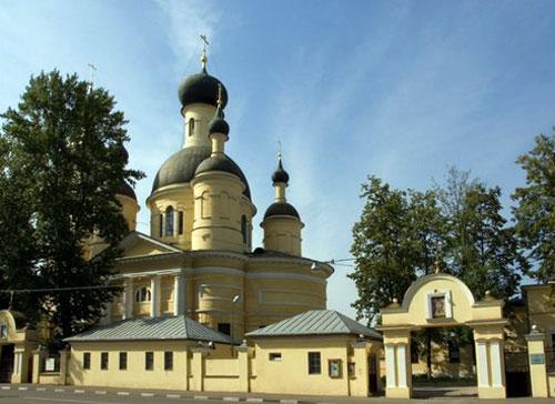 Храм Троицы Живоначальной и Введения Пресвятой Богородицы у Салтыкова моста