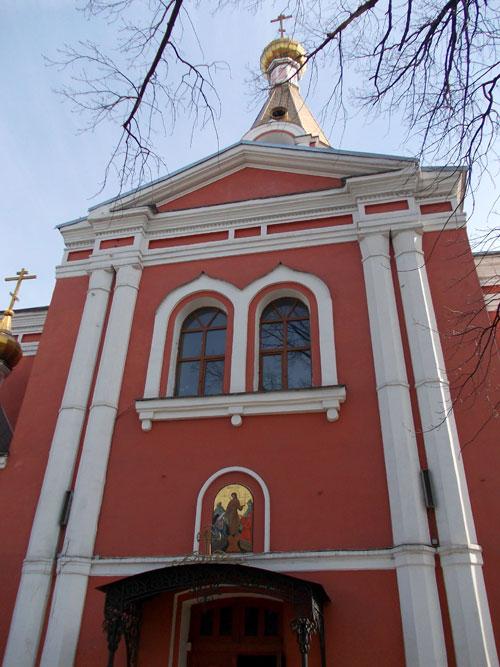Воскресенский храм в Семеновском парке в Москве