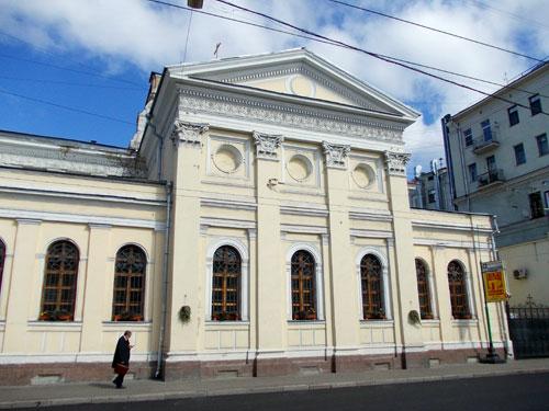 Церковь на Покровке, 13 у Покровских ворот