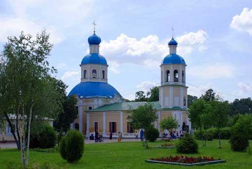 Храм апостолов Петра и Павла в Ясеневе