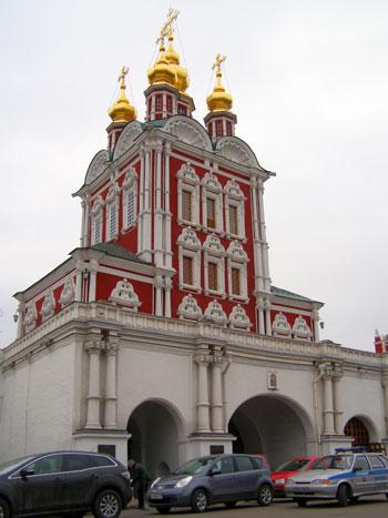 Новодевичий монастырь - Преображенская надвратная церковь