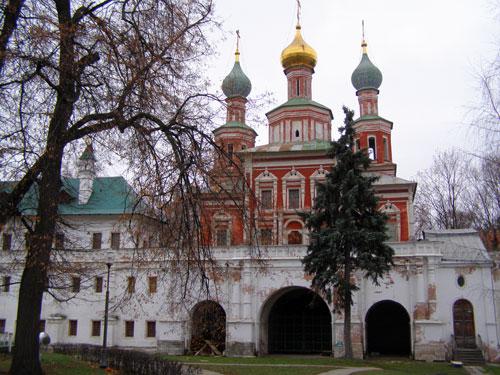 Новодевичий монастырь - Покровская надвратная церковь