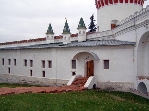 Новодевичий монастырь - Стрелецкая караульня и палаты царевны Софьи Алексеевны