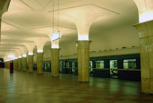 Внутренний зал станции Кропоткинская в Москве