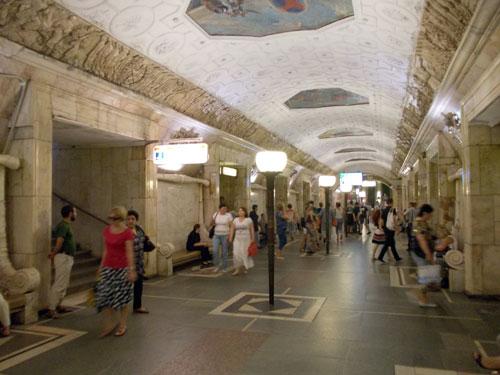 Станция метро Новокузнецкая в Москве