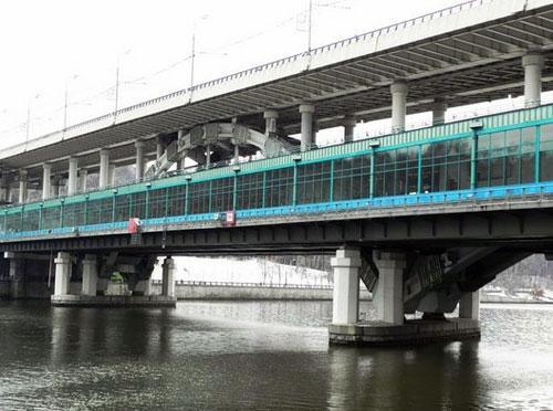 Лужнецкий мост (метромост) на Воробьевых горах