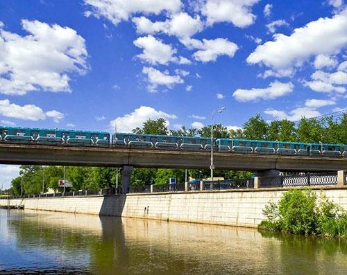 Преображенский метромост на Яузе в Москве
