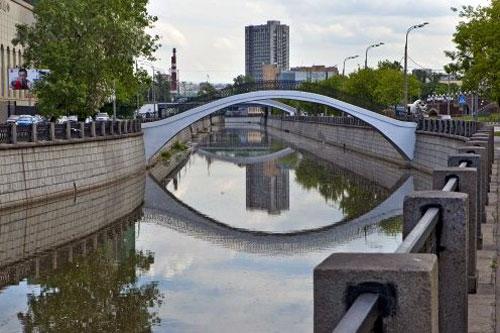 Рубцовско-Дворцовый пешеходный мост на Яузе в Москве