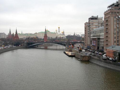Вид с Патриаршего моста на Москву-реку