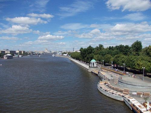 Вид на Пушкинскую набережную